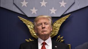Le président américain Donald Trump a signé vendredi un décret interdisant l'arrivée de ressortissants de sept pays musulmans sur le sol américain pendant trois mois.