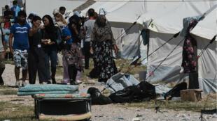 Plusieurs centaines de migrants ont été transférés dans le camp de Nea Kavala, près de Kilkis, dans le nord de la Grèce.