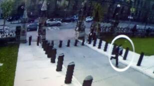 Capture de vidéo surveillance du 23 octobre 2014, lors de l'attaque terroriste au parlement canadien.