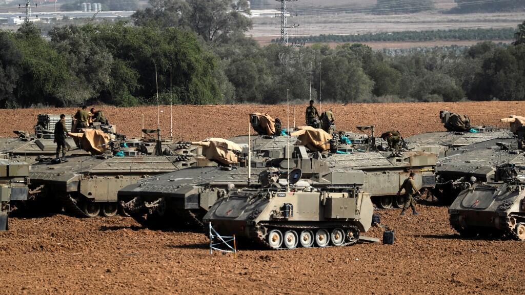 Soldados israelíes junto a los vehículos blindados desplegados cerca de la frontera con Gaza, en el sur de Israel 13 de noviembre de 2019.