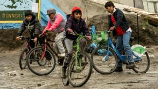 Le nombre de migrants mineurs a augmenté de 24% depuis le mois de mai 2016 dans le camp de Calais, d'après l'Auberge des migrants.
