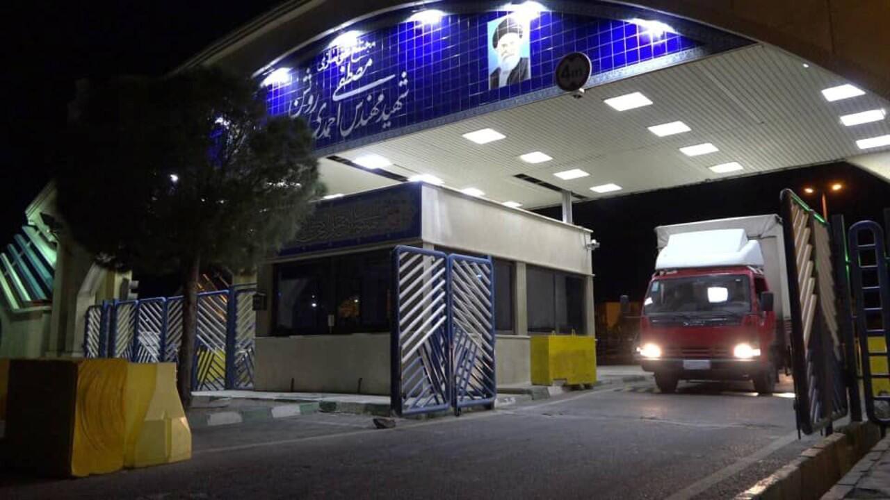 Un camion transportant des combustibles quitte la centrale nucléaire de Natanz, en Iran, le 6 novembre 2019.