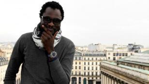 Cheikh Fall, cyber-activiste sénégalais, lors d'un forum à Paris sur les réseaux sociaux en Afrique, en novembre 2016.