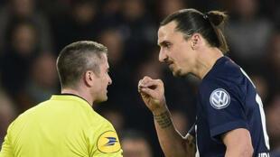Le joueur du PSG, Zlatan Ibrahimovic, a écopé de quatre matches de suspension après ses propos contre l'arbitrage à la fin de Bordeaux-PSG.