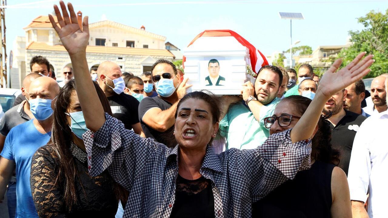 Los libaneses comienzan a enterrar a sus familiares que murieron en el atentado con bomba en el puerto de Beirut, el 6 de agosto de 2020.