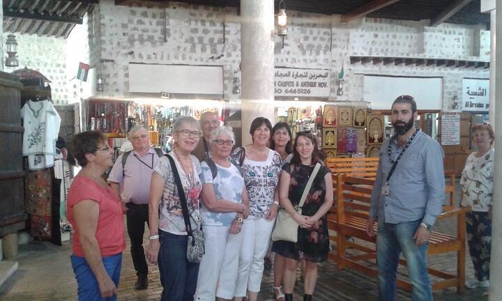 سياح فرنسيون يزورون سوق العرصة التراثي