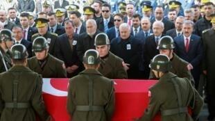 جنازة أحد الجنود الأتراك الخمسة الذين قتلوا في المعارك في الباب الخميس 9 شباط/فبراير 2017