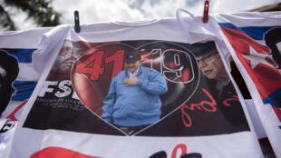 Una camiseta con la imagen del presidente Daniel Ortega a la venta en Managua, el 17 de julio de 2020, en Nicaragua, que celebrará el domingo el 41º aniversario de la Revolución Sandinista por primera vez sin eventos masivos