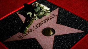 La estrella de la cantante Selena Quintanilla en el Paseo de la Fama de Hollywood en Los Ángeles, California, EE.UU., 11/03/2017
