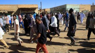 متظاهرون سودانيون في الخرطوم، 11 يناير/كانون الثاني 2019