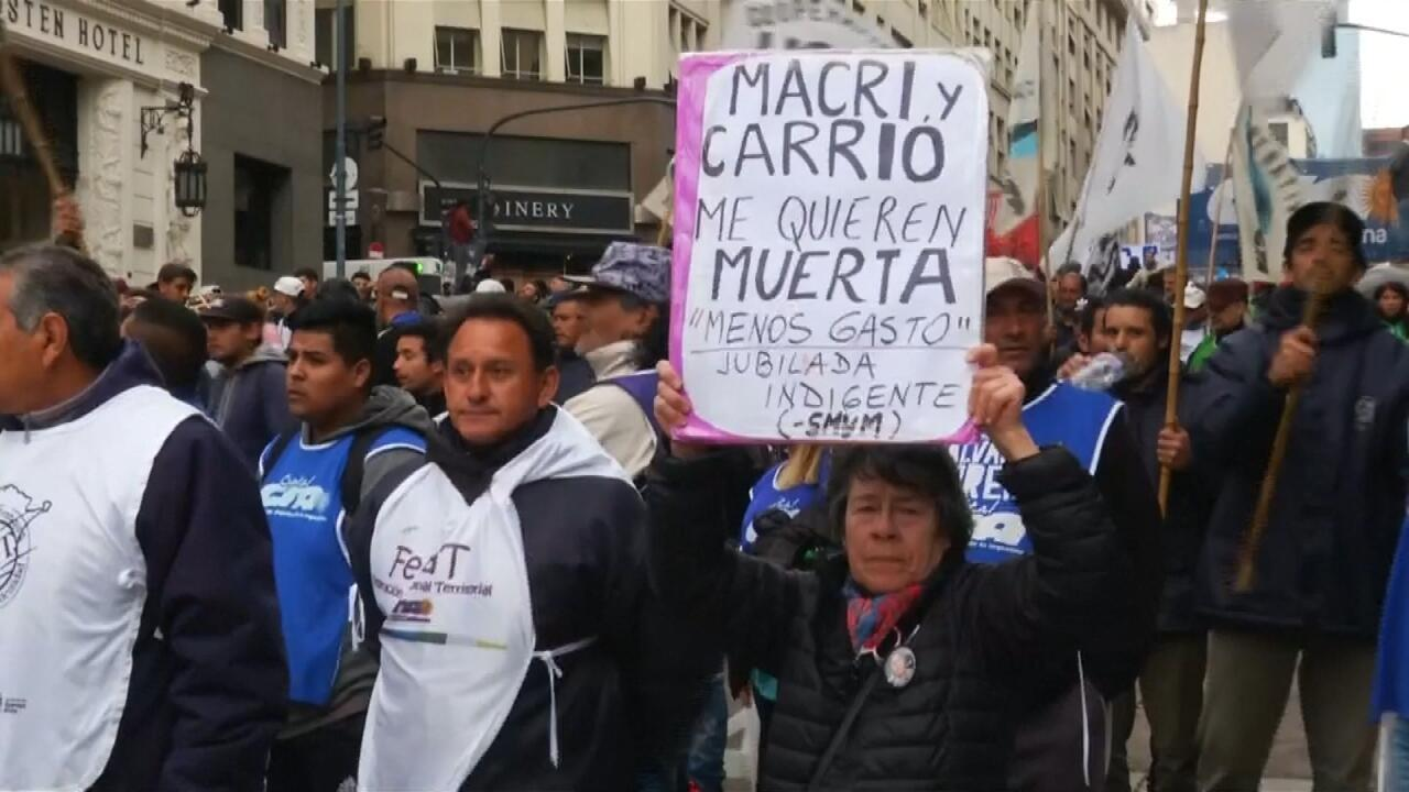 Los argentinos protestaron de nuevo el viernes 30 de agosto por las políticas económicas de Mauricio Macri.