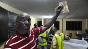 Samedi 27 août 2016, à Montagne-Sainte, près de Libreville, dans un bureau de vote.