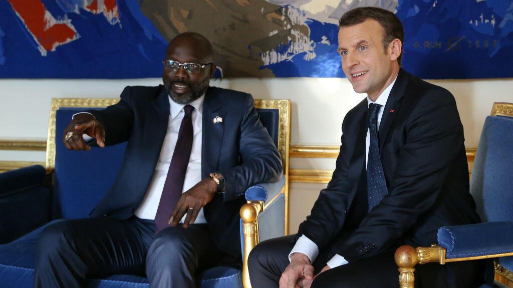 Le président libérien George Weah et Emmanuel Macron, à l'Élysée, le 21 février 2018.