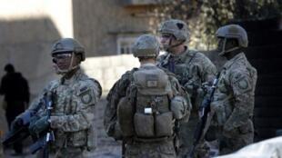جنود أمريكيون في قاعدة عسكرية قرب الموصل في 23 نوفمبر 2016