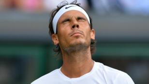 Rafael Nadal, jeudi à Wimbledon, impuissant et totalement dépassé pâr les 102e mondial, Dustin Brown..