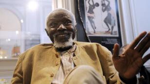 عثمان سو أول رجل أسود ينضم الأكاديمية الفرنسية.