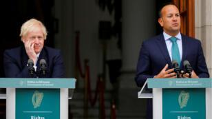 Le Premier ministre britannique, Boris Johnson, avec son homologue irlandais Leo Varadkar, à Dublin, le 9 septembre.