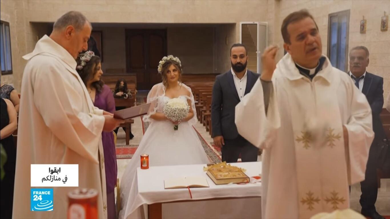 """زوجان في جبل لبنان أقاما """"حفل"""" زفاف في تحد لفيورس كورونا المستجد."""