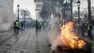 """احتجاجات حركة """"السترات الصفراء"""" في باريس 8 ديسمبر/كانون الأول 2018"""