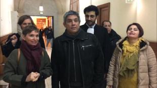 Ricardo Palma Salamanca llega a la cámara de instrucción de la corte de apelaciones de París acompañado de sus familiares y miembros de su comité de apoyo. París 23 de enero de 2019.