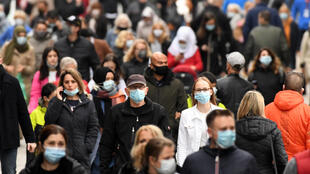 In the city of Dortmund, wearing a mask has been mandatory in the pedestrian zone since Tuesday, but regulations differ across Germany's federal states. One magazine says the patchwork rules lead to 'corona chaos'