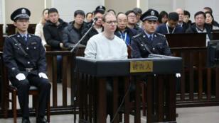 El canadiense Robert Lloyd Schellenberg durante su comparecencia ante el tribunal para un nuevo juicio de su caso de contrabando de drogas en Dalian, provincia de Liaoning, China, el 14 de enero de 2019.