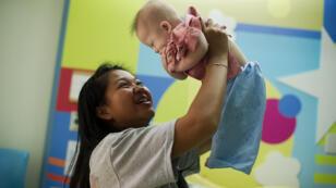L'abandon par un couple australien d'un enfant atteint de trisomie a poussé la junte au pouvoir à faire voter une loi sur les mères porteuses.