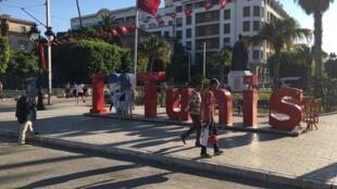 شارع الحبيب بورقيبة في تونس العاصمة غداة التفجيرين الانتحاريين