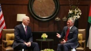 نائب الرئيس الأمريكي مايك بنس والملك عبدالله الثاني في عمان في 21 كانون الثاني/يناير 2018