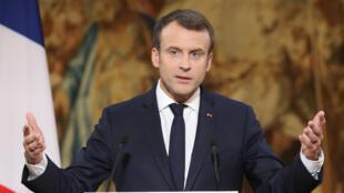الرئيس الفرنسي إيمانويل ماكرون متوجها بكلمة للصحافيين بمناسبة العام الجديد في 3 كانون الثاني/يناير 2018.