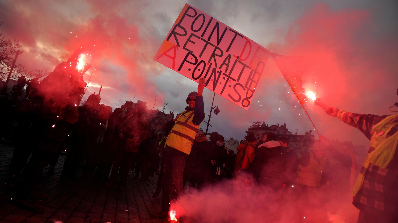 Francia lleva semanas bajo protestas contra la reforma pensional. En esta imagen se aprecia una manifestación en París el 20 de febrero de 2020.