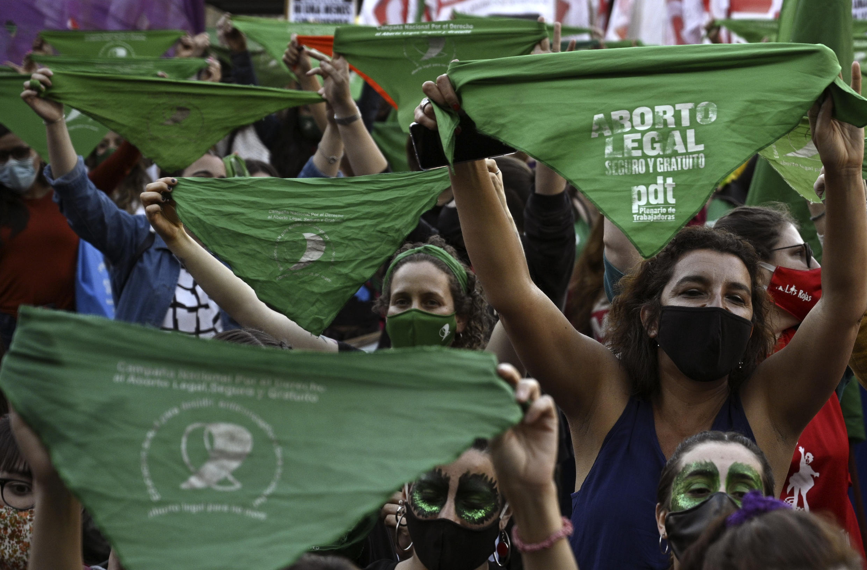 Manifestación en favor del aborto legal, frente al Congreso argentino en Buenos Aires, el 28 de septiembre de 2020