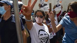 تجمع من المتظاهرين للمطالبة بإطلاق سراح الصحفي خالد درارني بالعاصمة الجزائر في 24 أغسطس/أب 2020.