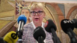 La vicefiscal general de Suecia Eva-Marie Persson, quien solicita la extradición de Julian Assange, habla ante la prensa en Uppsala. 3 de junio de 2019.