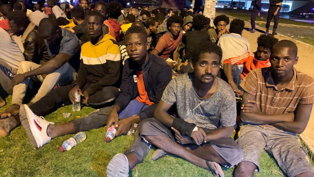 المنظمة الدولية للهجرة: حراس ليبيون يقتلون ستة مهاجرين رميا بالرصاص في مركز احتجاز بطرابلس thumbnail