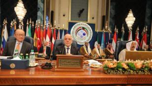 Primer Ministro de Irak, Haider al-Abadi,  en la Conferencia Internacional para la Reconstrucción de Irak realizada en Kuwait.