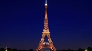 برج إيفل وسط باريس