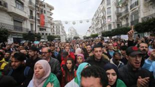 مظاهرات الطلاب الجزائريين احتجاجا على الانتخابات الرئاسية