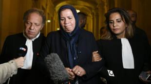 Latifa Ibn Ziaten, au centre, la mère d'une des victimes de Mohamed Merah, après le rendu du verdict de la cour d'assises, le 2 novembre 2017.
