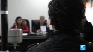 Un ancien combattant de l'organisation Etat islamique jugé au tribunal antiterroriste de Qamishli, dans la région kurde de facto autonome en Syrie.