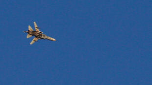 Un avión de guerra vuela sobre Siria cerca de la frontera con Israel, el 23 de julio de 2018.