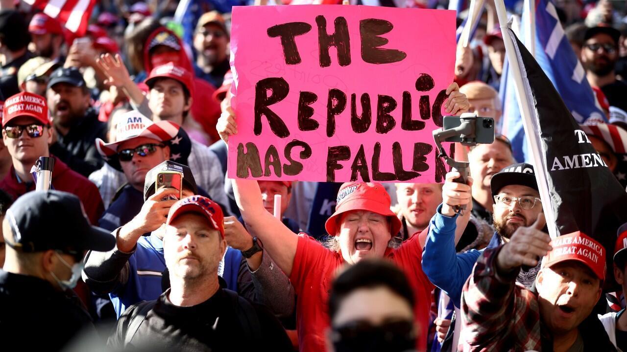 2020-11-14T222710Z_1997370272_RC283K9XLU65_RTRMADP_3_USA-ELECTION-PROTEST (1)