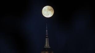 La super Lune de 2016 au dessus de New York.