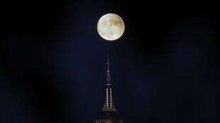 La super Lune de 2016 au dessus de New York.