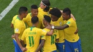 فرحة اللاعبين البرازيليين بعد فوزهم على المكسيك في ثمن نهائي مونديال روسيا. 2018/07/02