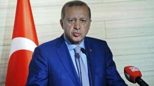 Le président turc Recep Tayyip Erdogan a récemment annoncé qu'il envisageait de naturaliser les réfugiés syriens qui sont plus de 2,7 millions en Turquie.