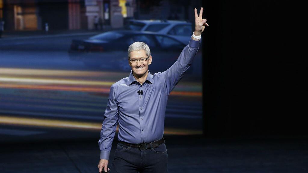 """Apple conteste une décision de  justice qui lui demande d'aider le FBI à """"pirater"""" l'iPhone d'un des auteurs de la tuerie de San Bernardino."""