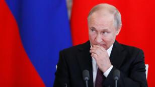 El presidente ruso, Vladimir Putin, asiste a una conferencia de prensa con su homólogo chino Xi Jinping después de su reunión en el Kremlin en Moscú, Rusia, el 5 de junio de 2019.