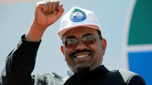 La fuite de l'autocrate soudanais Omar El-Béchir, à l'origine d'une polémique en Afrique du Sud.