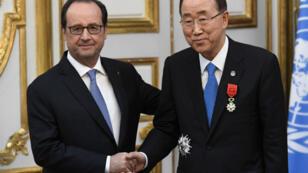 François Hollande a remis la Légion d'honneur à Ban Ki-moon à l'Élysée le 17 novembre 2016.